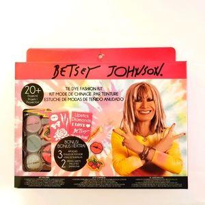 Betsey Johnson Tie Dye Fashion Kit
